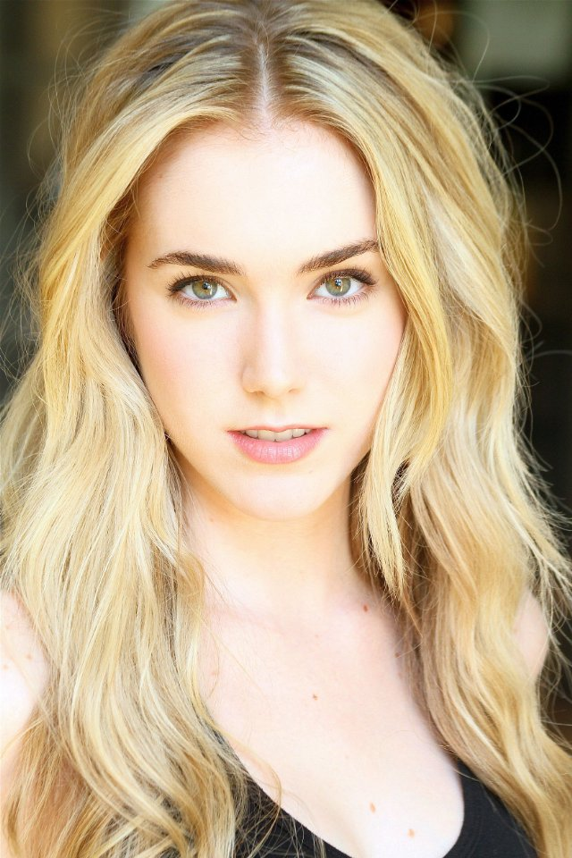 The 25-year old daughter of father (?) and mother(?), 171 cm tall Spencer Locke in 2017 photo
